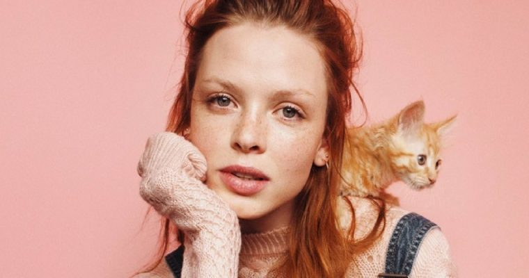 H&M: uroczy lookbook z jesiennymi swetrami