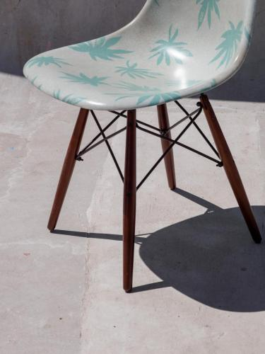 SP19 VAULT MODERNICA SHELL CHAIR SEED PEARL PALM LEAF 0153
